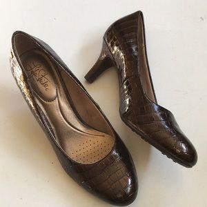 NWOT Life Stride heels